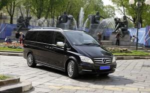 Taxi-Bus-Mercedes-Benz