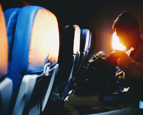 man-in-vliegtuig